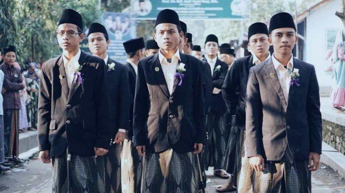 Berbaris - Khotimin Alfiyah KHAS Kempek